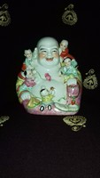 Nagyméretű Buddha gyerekekkel
