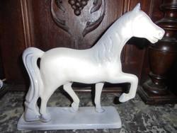 Jelzett porcelán