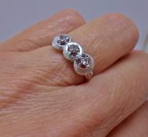 Nagyon szép ezüst gyűrű fehér kövekkel