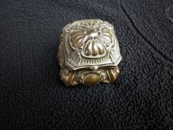 Antik ereklyetartó selyemmel bélelt doboz