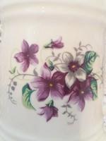 Gyönyörű sörös kupák csont színű porcelánból ibolya dekorral