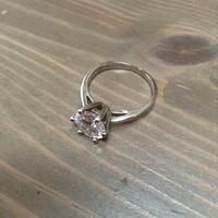 Ezüst gyűrű szikrázó kristály kővel