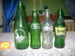 Négy darab retro üdítős palack
