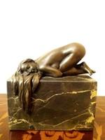 Fekvő akt kisplasztika bronz szobor