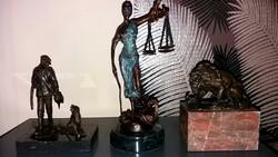 Karácsonyi kedvezményes szobrok: Vadász jelenetes, Justitia, Oroszlán és kigyó harca - egyben  eladó