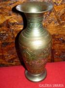 Réz váza, szép vésett mintával
