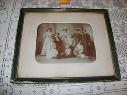 Régi családi fotó korabeli üvegezett keretben - 42,2 x 34,8 cm
