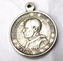 XII. Piusz pápa medál.