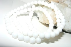 Korall gyöngysor, klasszikus, fehér, gyönyörű.