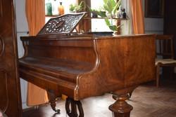 Fatőkés zongora - akár dekorációnak is