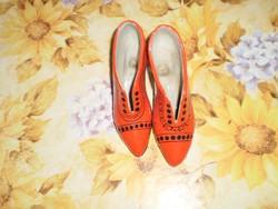 Piros fekete kerámia cipő pár