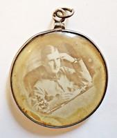 Régi katonakép és havasi gyopár domború üveg alatt ezüst medál