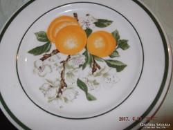 Barackos tányér virágjával  süteményes