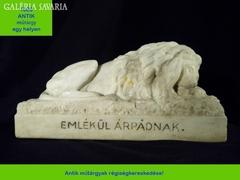 R201 Antik impozáns márvány oroszlán szobor