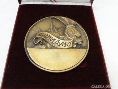 5911 Jelzett bronzplakett díszdobozban GRATULÁLUNK