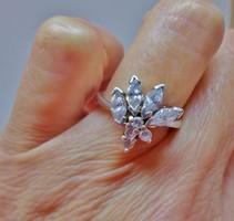 Gyönyörű gyémántcsiszolt köves ezüstgyűrű