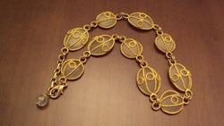 Különleges antik nyakék,félgömb alakú(matt fehér kristálykő?)arany fényű abroncsba foglalt szemekből