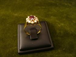 Rubinos - brilles modern karmazált arany gyűrű