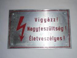 Retro alumínium lemez figyelmeztető tábla - Vigyázz! Nagyfeszültség! Életveszélyes!