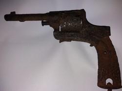 Hatástalanított revolver!