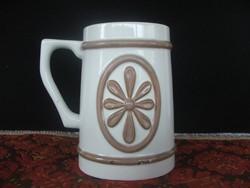 Aquincumi porcelán korsó