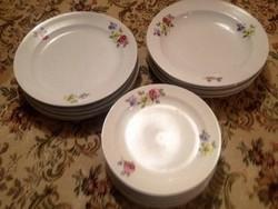 Antik szép Zsolnay virágos étkészlet 19 db tányér