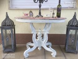 Provence bútor, antikolt szalon asztal.