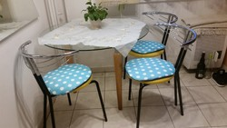 Kerek üveglapos asztal 4 db székkel eladó.Étkező garnitúra eladó!