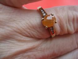 Meseszép mézopál gyűrű gyémántokkal