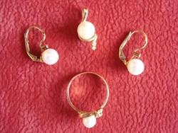 Brill köves fehér gyöngy arany szett