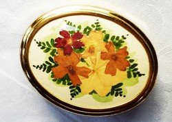 Egyedi, retró szárított virágos brosstű