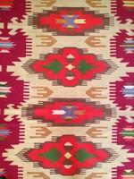 Antik nagymêretű Torontáli szönyeg különleges ritka színekkel ês mintával.