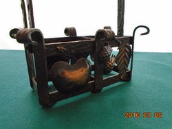 Kovácsolt vas  tartó-rátétes dombor bronzírozott gyümölcs díszítéssel-16x14x6 cm