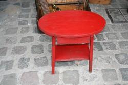 Egyedi hangulatú Art deco kisasztal