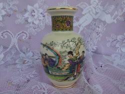 Keleti fajansz váza. Jelzett.