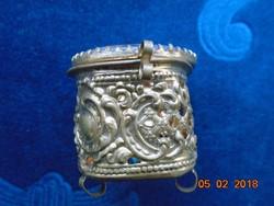 """Antik Barokk gyűrűtartó aranyozott bronz(ormolu) csiszolt üveg foglalatban tetővel-""""viharvert"""""""