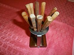 Antik fasírt villa tartójában
