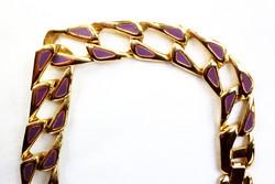 Vastag, arany színű nyakék lila színnel díszítve
