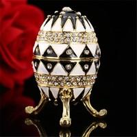 Fabergé tojás klasszikus előkelő angol motívummal kristállyal