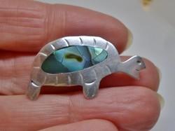 Szép régi kagylós teknőc ezüst bross