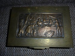 Díszes fém doboz osztott fa belsővel(Tevan?)