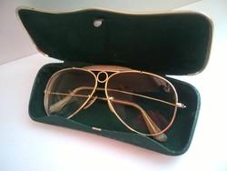 Retro aranyozott keretes Aviator fazonú szemüveg kemény bőrborítású tokjában