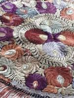 Szecessziós kétoldalas matyó hímzett kerek asztali terítő