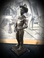 Férfi akt bronz szobor