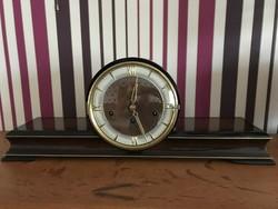 Hermle negyedötős kandalló óra Schwebw Anker szerkezettel