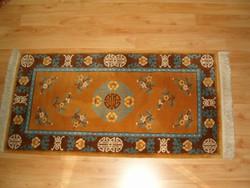 Kínai dombornyírt, különlegesen szép mintájú kínai gyapju szőnyeg