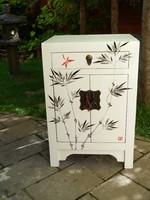 Kézzel festett bambuszos kínai szekrényke, éjjeliszekrény, szekrény
