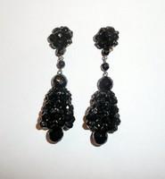 Fekete fűzött kristály klipszek