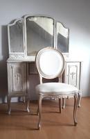 Provence stílusú fésülködő asztal antik tükörrel és Lajos székkel