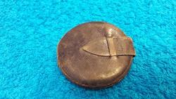 Páratlan ritka ezüst egyházi amulett az 1800-as évekből eredeti kis bőr tarisznyájában!